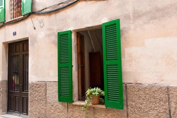 Fensterladen - joacim-bohlander-310973-unsplash